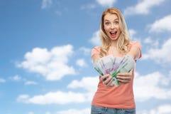 Ευτυχής νέα γυναίκα με τα ευρο- χρήματα μετρητών Στοκ Εικόνες
