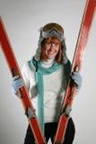 Ευτυχής νέα γυναίκα με τους ουρανούς Στοκ φωτογραφίες με δικαίωμα ελεύθερης χρήσης