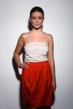 Ευτυχής νέα γυναίκα στο φόρεμα μόδας Στοκ Εικόνες