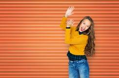 Ευτυχής νέα επιδοκιμασία κοριτσιών γυναικών ή εφήβων Στοκ Εικόνες