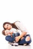 Ευτυχής νέα μητέρα και ο γιος της που θέτουν από κοινού Στοκ Εικόνα