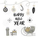 Ευτυχής νέα συρμένη χέρι κάρτα Χριστουγέννων έτους με την εγγραφή και τις διακοσμήσεις Χαριτωμένη νέα τέχνη συνδετήρων έτους επίσ Στοκ εικόνες με δικαίωμα ελεύθερης χρήσης