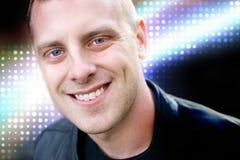 Ευτυχής νεαρός άνδρας Στοκ φωτογραφία με δικαίωμα ελεύθερης χρήσης