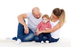 Ευτυχής οικογένεια με το μωρό Στοκ Φωτογραφίες