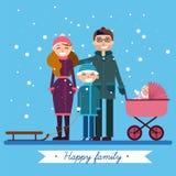 Ευτυχής οικογένεια με το νεογέννητο μωρό στις χειμερινές διακοπές ελεύθερη απεικόνιση δικαιώματος