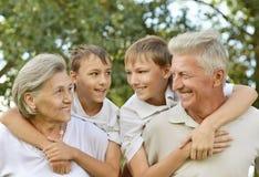 Ευτυχής οικογένεια που έχει Στοκ εικόνες με δικαίωμα ελεύθερης χρήσης
