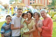 Ευτυχής οικογένεια στο θέρετρο Στοκ Φωτογραφία