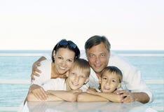 Ευτυχής οικογένεια στο σκάφος Στοκ Φωτογραφία