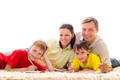 Ευτυχής οικογένεια τέσσερα Στοκ Φωτογραφίες