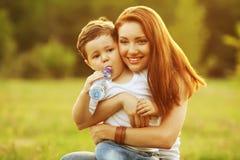 Ευτυχής οικογένεια Στοκ φωτογραφία με δικαίωμα ελεύθερης χρήσης