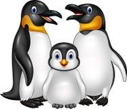Ευτυχής οικογένεια penguin κινούμενων σχεδίων που απομονώνεται στο άσπρο υπόβαθρο Στοκ Εικόνες