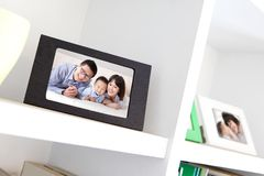 Ευτυχής οικογενειακή φωτογραφία Στοκ εικόνα με δικαίωμα ελεύθερης χρήσης