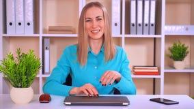 Ευτυχής ομιλία επιχειρηματιών απόθεμα βίντεο