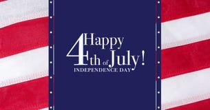 Ευτυχής 4ος του χαιρετισμού χαιρετισμού Ιουλίου με το κόκκινο, άσπρο και μπλε υπόβαθρο Στοκ Εικόνες