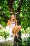 Ευτυχής παιδική ηλικία - παίζοντας παιδί Στοκ φωτογραφία με δικαίωμα ελεύθερης χρήσης