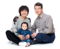 Ευτυχής παππούς και γιαγιά με την εγγονή τους στοκ εικόνες