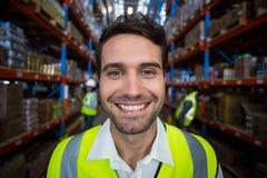 Ευτυχής περιοχή αποκομμάτων εκμετάλλευσης εργαζομένων αποθηκών εμπορευμάτων στοκ φωτογραφίες με δικαίωμα ελεύθερης χρήσης