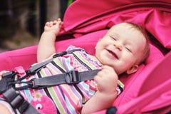 ευτυχής περιπατητής μωρών στοκ φωτογραφία με δικαίωμα ελεύθερης χρήσης