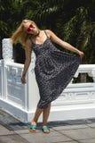 Ευτυχής σε ένα summery φόρεμα Στοκ εικόνες με δικαίωμα ελεύθερης χρήσης