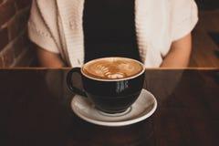 Ευτυχής σύντροφος καφετεριών στοκ εικόνα με δικαίωμα ελεύθερης χρήσης
