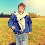 ευτυχής τρέχοντας έφηβος Στοκ Φωτογραφία