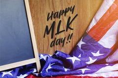 Ευτυχής τυπογραφία ημέρας MLK στη σκηνή ΑΜΕΡΙΚΑΝΙΚΏΝ σημαιών Στοκ Εικόνα