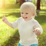 ευτυχής υπαίθριος παιδιών Στοκ εικόνα με δικαίωμα ελεύθερης χρήσης