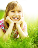 ευτυχής υπαίθριος παιδ&i Στοκ φωτογραφία με δικαίωμα ελεύθερης χρήσης