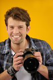ευτυχής φωτογράφος φωτογραφικών μηχανών slr Στοκ φωτογραφία με δικαίωμα ελεύθερης χρήσης