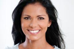 Ευτυχής χαμογελώντας όμορφη γυναίκα στοκ φωτογραφία με δικαίωμα ελεύθερης χρήσης