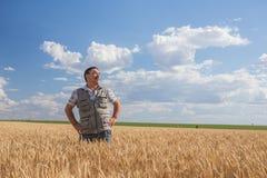 Ευτυχής χαμογελώντας καυκάσιος παλαιός αγρότης Στοκ φωτογραφία με δικαίωμα ελεύθερης χρήσης