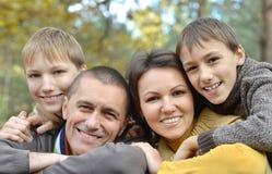 Ευτυχής χαμογελώντας οικογένεια Στοκ Φωτογραφίες