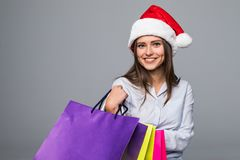 ευτυχής ψωνίζοντας γυν&alpha πωλήσεις λευκό απομόνωσης δώρων Χριστουγέννων Ψωνίζοντας κορίτσι Χριστουγέννων στο υπόβαθρο ghite Δώ Στοκ εικόνες με δικαίωμα ελεύθερης χρήσης