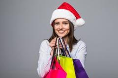 ευτυχής ψωνίζοντας γυν&alpha πωλήσεις λευκό απομόνωσης δώρων Χριστουγέννων Ψωνίζοντας κορίτσι Χριστουγέννων που απομονώνεται στο  Στοκ εικόνα με δικαίωμα ελεύθερης χρήσης