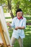 Ευτυχής ώριμη ζωγραφική ατόμων στο πάρκο Στοκ Εικόνα