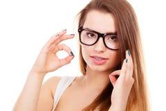 Ευτυχής nerdy εφηβικός με το στήριγμα που φορά eyeglasses Στοκ Εικόνες