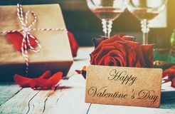ευτυχής s βαλεντίνος ημέρ&alp Αγάπη στοκ εικόνες με δικαίωμα ελεύθερης χρήσης