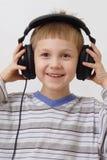ευτυχή ακουστικά αγορ&iot Στοκ εικόνες με δικαίωμα ελεύθερης χρήσης