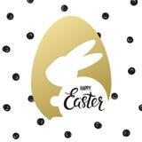 Ευτυχή αυγό καρτών Πάσχας handdrawn γράφοντας χρυσά whith και κουνέλι Πάσχας με το χαιρετισμό διακοπών - διανυσματική απεικόνιση Στοκ φωτογραφίες με δικαίωμα ελεύθερης χρήσης