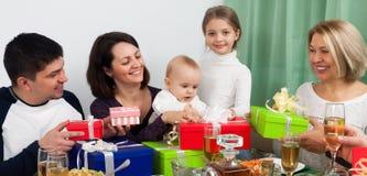 Ευτυχή γενέθλια μωρών ` s στο σπίτι Στοκ Φωτογραφία