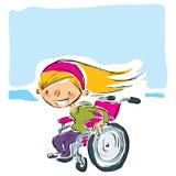 Ευτυχή κινούμενα σχέδια που χαμογελούν το ξανθό κορίτσι στη ροδανιλίνης αναπηρική καρέκλα που κινεί το φ Στοκ Φωτογραφίες