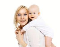 Ευτυχή μητέρα και μωρό που έχουν τη διασκέδαση από κοινού Στοκ εικόνες με δικαίωμα ελεύθερης χρήσης