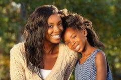 Ευτυχή μητέρα και παιδί στοκ εικόνα με δικαίωμα ελεύθερης χρήσης