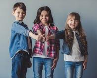 Ευτυχή μοντέρνα παιδιά Στοκ Εικόνα