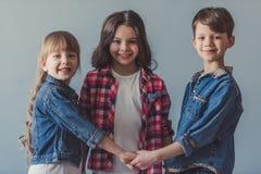 Ευτυχή μοντέρνα παιδιά Στοκ εικόνες με δικαίωμα ελεύθερης χρήσης