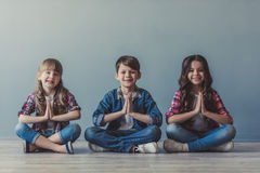 Ευτυχή μοντέρνα παιδιά Στοκ Φωτογραφίες