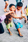 Ευτυχή & παίζοντας παιδιά της πόλης leagspi Στοκ Φωτογραφία