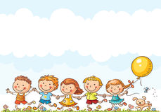 Ευτυχή παιδιά που τρέχουν υπαίθρια ελεύθερη απεικόνιση δικαιώματος