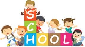 Ευτυχή σχολικά παιδιά με τους φραγμούς πίσω σχολείο έννοιας Στοκ φωτογραφία με δικαίωμα ελεύθερης χρήσης