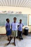 Ευτυχή της Ναμίμπια παιδιά σχολείου που περιμένουν ένα μάθημα Στοκ εικόνες με δικαίωμα ελεύθερης χρήσης